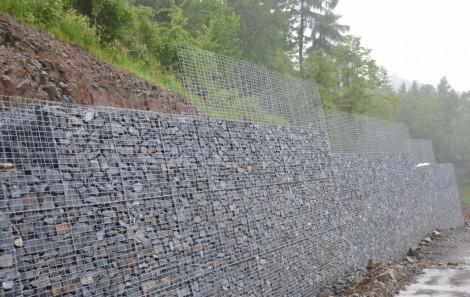 Zpevnění svahů gabionovými stěnami