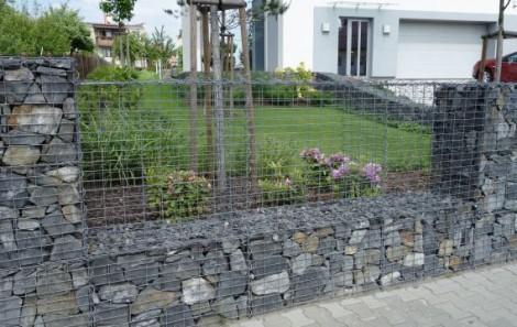 Gabionový plot s treláží