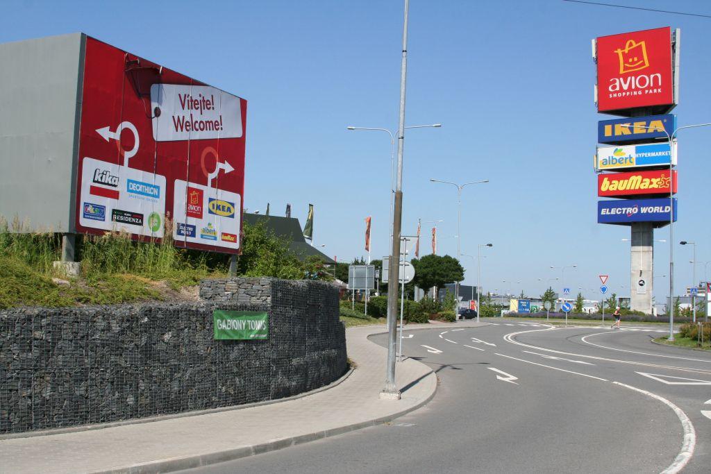 Avion shopping park kruhový objezd